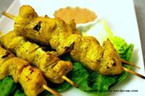 szaszlyki z kurczaka w sosie satay